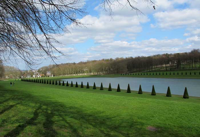 Chateaux around paris with delphine guide in france - Piscine de marly le roi ...