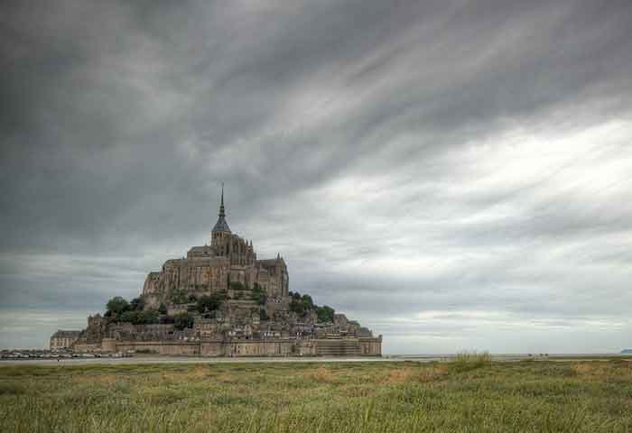 mont st michel with delphine guide in